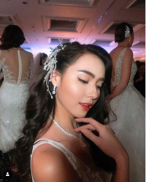 Bạn gái Messi Thái trở thành cô dâu kiều diễm - Ảnh 2.