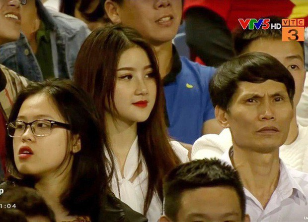 Nhan sắc lên hương, body ngày càng nóng bỏng của CĐV xinh đẹp nổi tiếng sau trận U23 Việt Nam gặp Thái Lan - Ảnh 1.