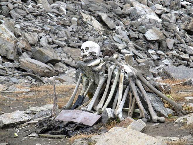 Bí ẩn Hồ Hài Cốt trên dãy Himalayas, nơi nghĩa địa tập thể của hàng ngàn người xấu sổ - Ảnh 1.