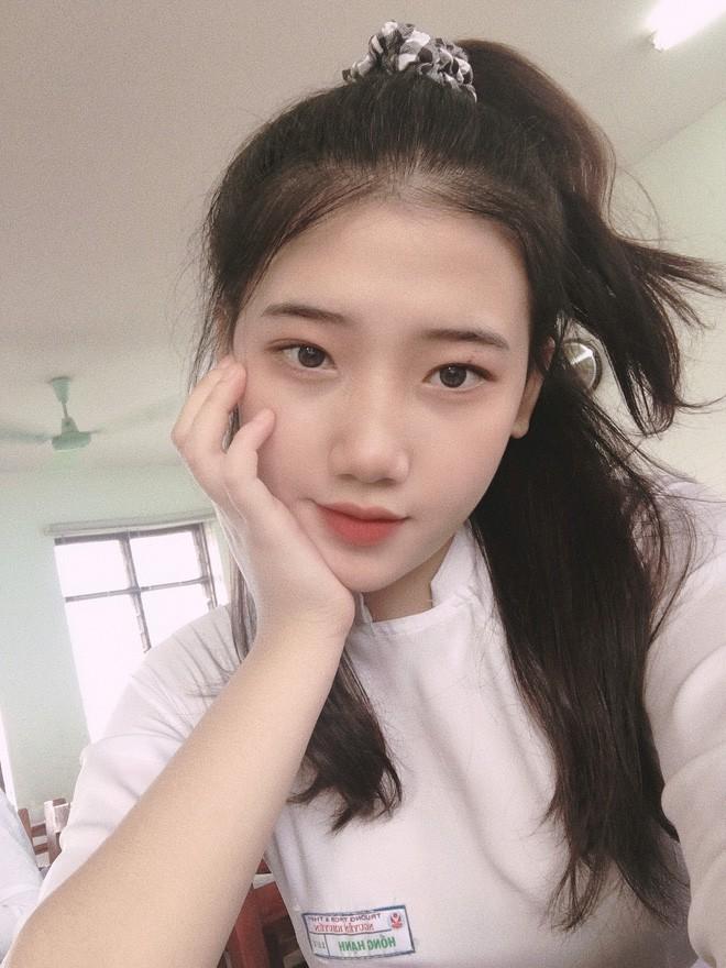 Hotgirl áo dài Đà Nẵng gây sốt bởi góc nghiêng cực giống Suzy, sở hữu hơn 12k follow Instagram và hàng chục clip triệu view - Ảnh 11.
