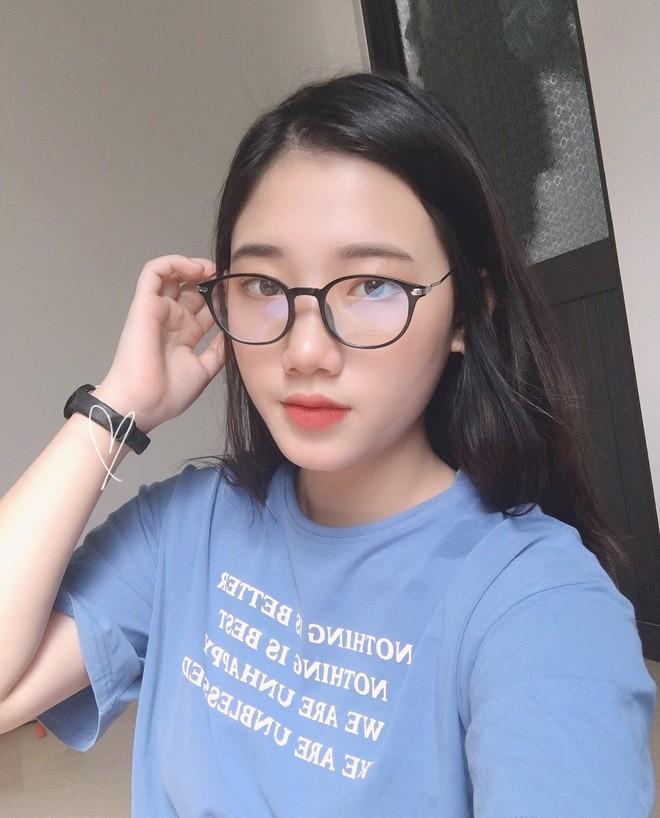 Hotgirl áo dài Đà Nẵng gây sốt bởi góc nghiêng cực giống Suzy, sở hữu hơn 12k follow Instagram và hàng chục clip triệu view - Ảnh 3.