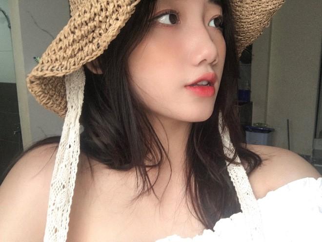 Hotgirl áo dài Đà Nẵng gây sốt bởi góc nghiêng cực giống Suzy, sở hữu hơn 12k follow Instagram và hàng chục clip triệu view - Ảnh 4.