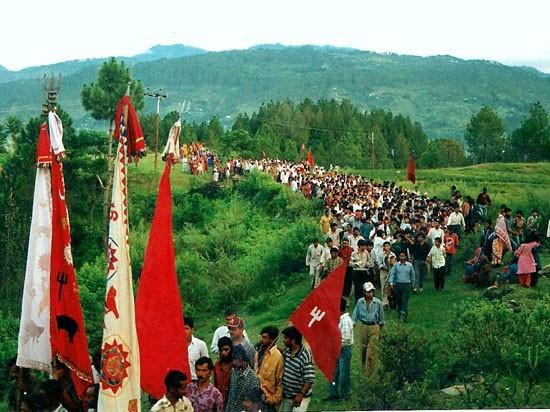 Bí ẩn Hồ Hài Cốt trên dãy Himalayas, nơi nghĩa địa tập thể của hàng ngàn người xấu sổ - Ảnh 4.