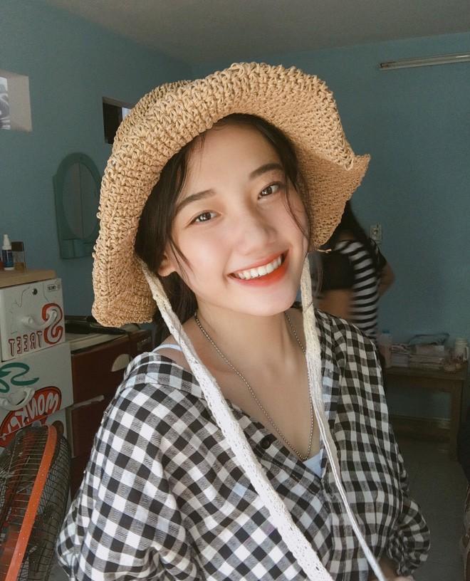 Hotgirl áo dài Đà Nẵng gây sốt bởi góc nghiêng cực giống Suzy, sở hữu hơn 12k follow Instagram và hàng chục clip triệu view - Ảnh 9.