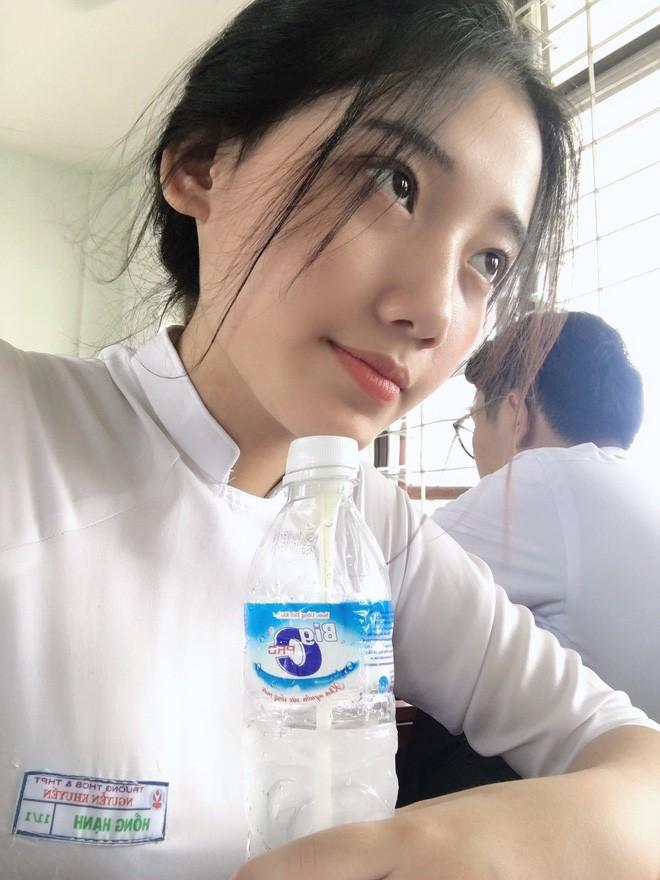 Hotgirl áo dài Đà Nẵng gây sốt bởi góc nghiêng cực giống Suzy, sở hữu hơn 12k follow Instagram và hàng chục clip triệu view - Ảnh 10.