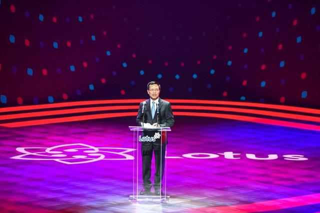 Bộ trưởng TTTT tại sự kiện ra mắt Lotus: Khi nghe anh Tân giới thiệu tôi thấy tại sao người Việt Nam không nghĩ rằng có nhiều Steve Jobs Việt Nam - Ảnh 2.