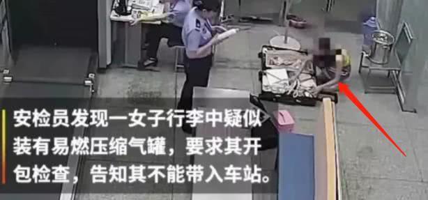 Mỹ nhân 9X gây phẫn nộ khi chửi bới, nhục mạ cảnh sát và nhân viên nhà ga - ảnh 1