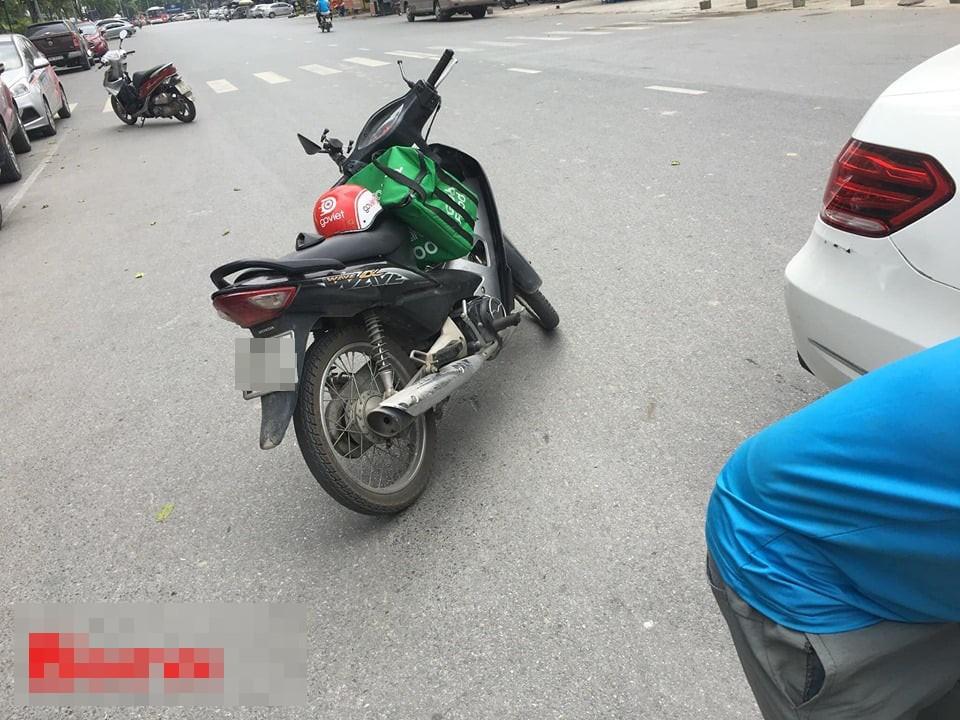 VZN News: Xe ôm đâm toác gương Mercedes: Hai bên cười lớn nhưng tài xế Grab méo mặt vào phút chót - Ảnh 1.