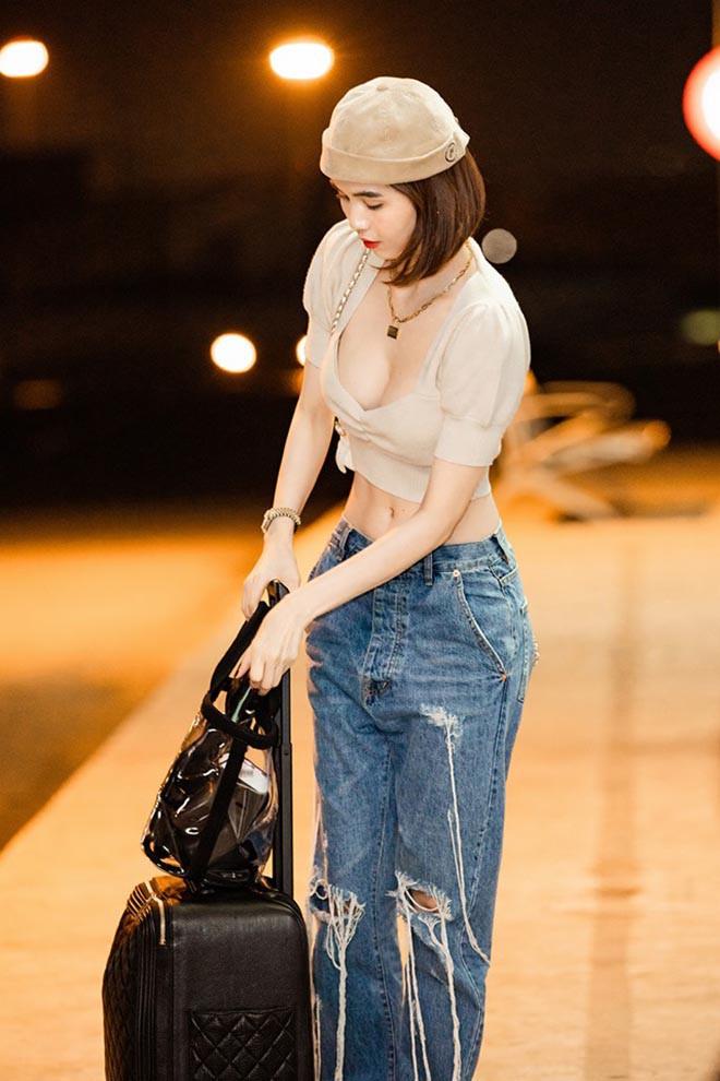 Ngọc Trinh mặc nội y táo bạo, xách túi hiệu đắt đỏ trên đường phố nước ngoài - Ảnh 9.