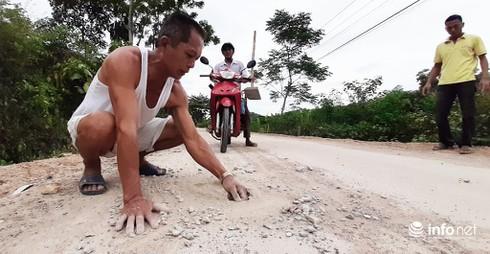 """Lí giải bất ngờ về đường 135 ở Nghệ An vừa làm 2 tháng đã... """"nát như tương"""" - Ảnh 3."""