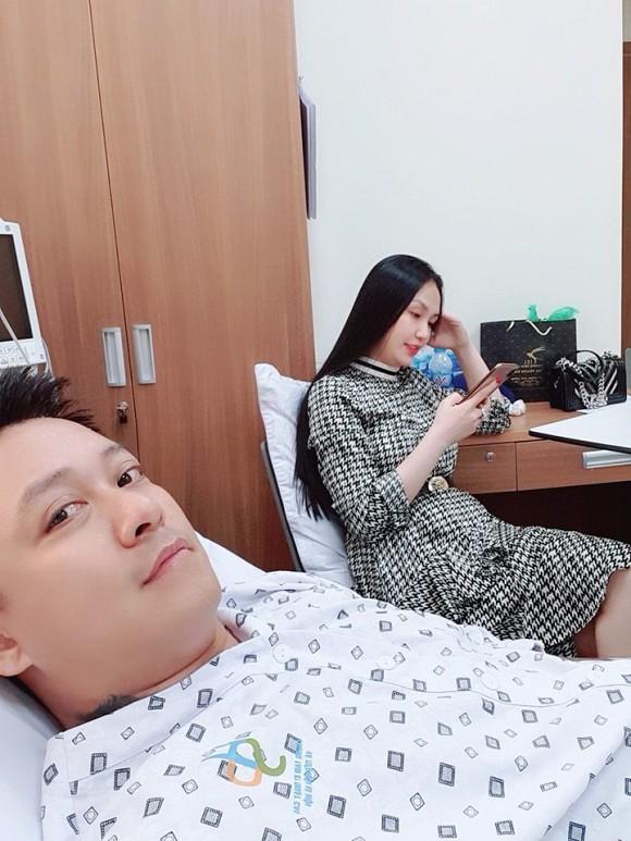 Tuấn Hưng phải nhập viện vì hở van tim - ảnh 1