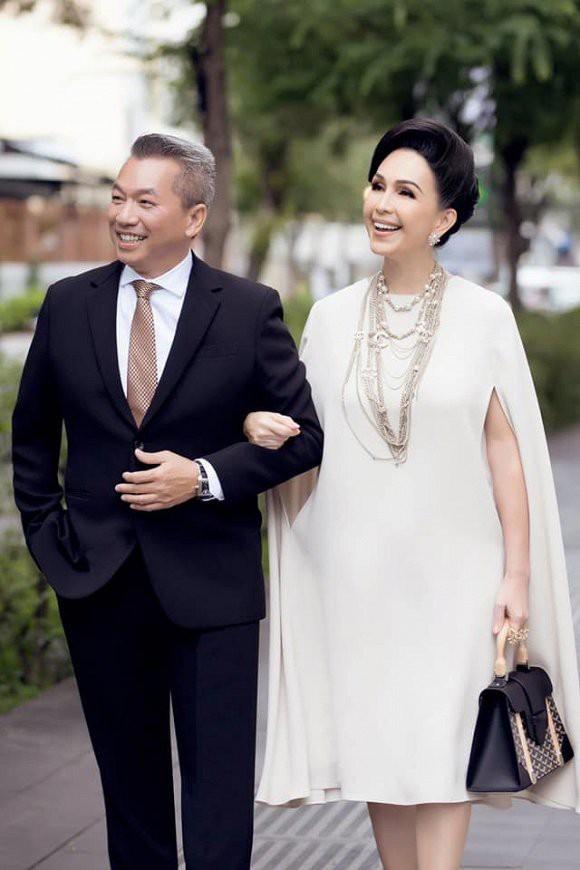 Kỷ niệm 25 năm ngày cưới, nữ hoàng ảnh lịch Diễm My được chồng tặng nhẫn kim cương 5 tỷ đồng - ảnh 2