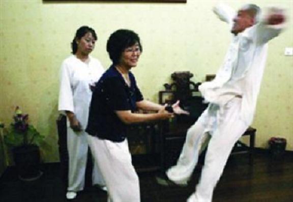 """Báo Trung Quốc lấy hình ảnh Nam Huỳnh Đạo để bóc mẽ """"trận đấu kỳ lạ"""" của võ sư Vịnh Xuân - Ảnh 2."""