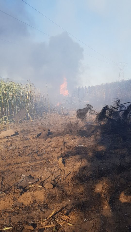 Tiêm kích F-16 gặp nạn, phi công nhảy dù khẩn cấp nhưng lại vướng vào dây điện cao thế - Ảnh 3.