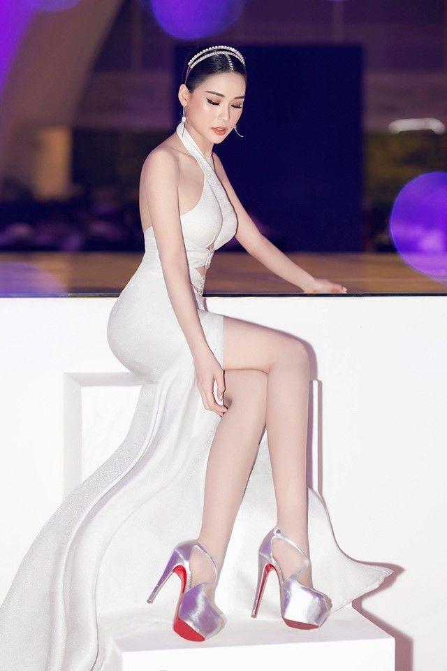 VZN News: Nhan sắc và sự nổi tiếng của 5 sao nữ có chiều cao hạn chế  - Ảnh 9.