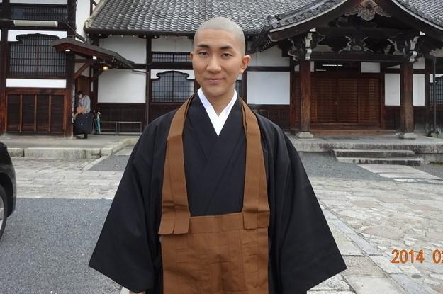 Cuộc đời hai mặt của Kodo Nishimura: Vừa là một bậc thầy trang điểm nổi tiếng, vừa là một tu sĩ thuộc giới tính thứ 3 - Ảnh 2.