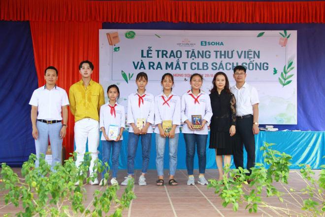Học sinh Hùng Sơn phát cuồng vì món quà từ Quang Hải và Đoàn Văn Hậu - Ảnh 2.
