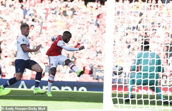Nổ pháo rợp trời, Arsenal hút chết trong trận derby căng như dây đàn - Ảnh 7.
