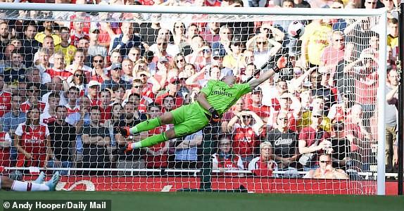 Nổ pháo rợp trời, Arsenal hút chết trong trận derby căng như dây đàn - Ảnh 4.