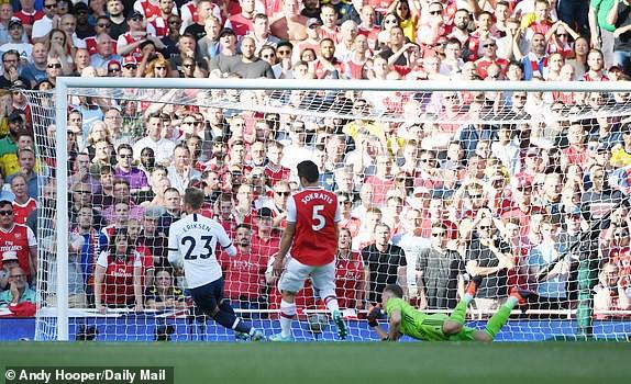 Nổ pháo rợp trời, Arsenal hút chết trong trận derby căng như dây đàn - Ảnh 1.
