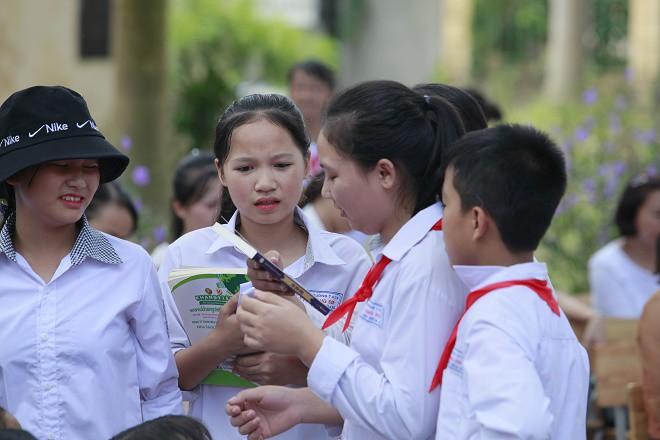 Học sinh Hùng Sơn phát cuồng vì món quà từ Quang Hải và Đoàn Văn Hậu - Ảnh 6.