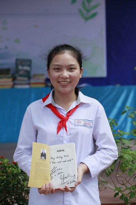 Học sinh Hùng Sơn phát cuồng vì món quà từ Quang Hải và Đoàn Văn Hậu - Ảnh 5.