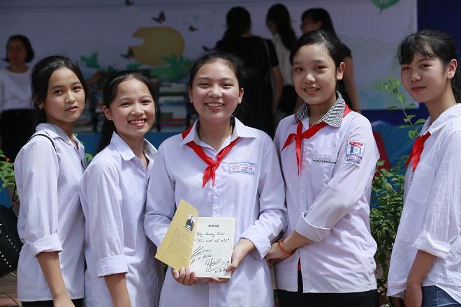 Học sinh Hùng Sơn phát cuồng vì món quà từ Quang Hải và Đoàn Văn Hậu - Ảnh 7.
