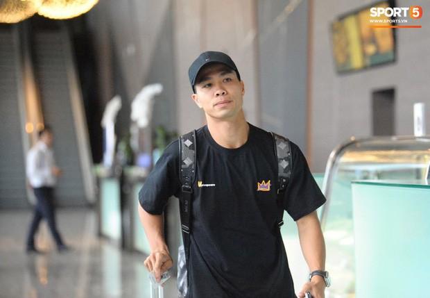 Công Phượng hối hả về Bangkok hội quân, truyền thông Thái Lan ngó lơ ngôi sao của tuyển Việt Nam - Ảnh 1.