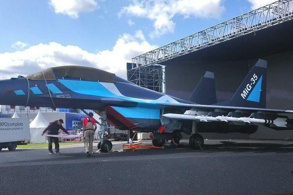 Phi công Ấn Độ bay thử chiến cơ MiG-35 ngay tại triển lãm MAKS - Ảnh 4.