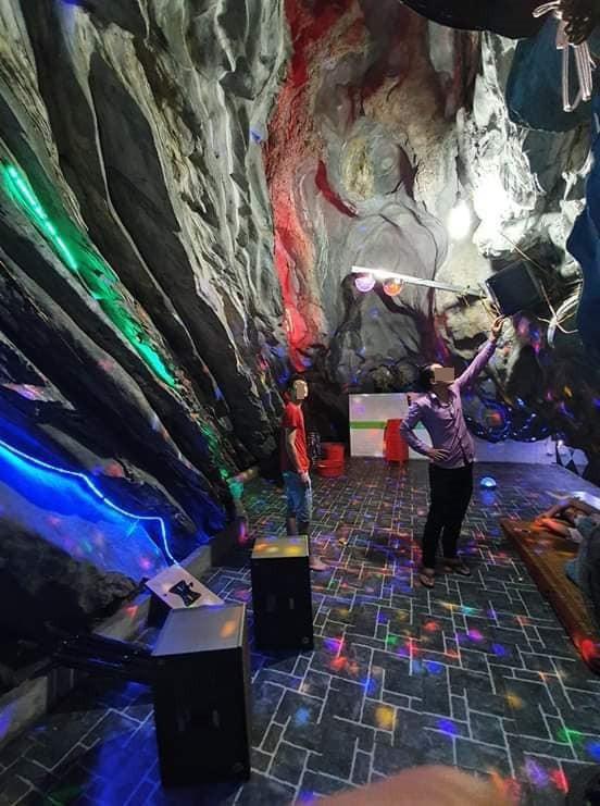 Xôn xao hình ảnh quán karaoke trong hang đá, nhìn bên ngoài chẳng thể tưởng tượng nổi - ảnh 3