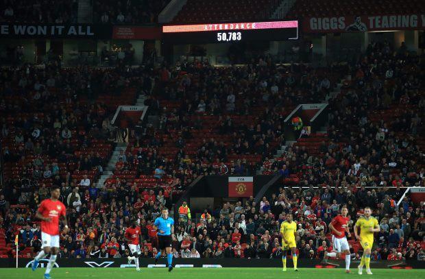 Hiện tượng lạ: Hàng chục nghìn fan rủ nhau bỏ rơi MU ngay tại thánh địa Old Trafford - Ảnh 1.
