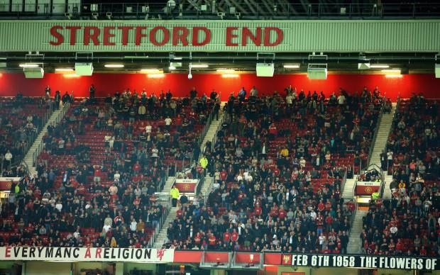 Hiện tượng lạ: Hàng chục nghìn fan rủ nhau bỏ rơi MU ngay tại thánh địa Old Trafford - Ảnh 2.