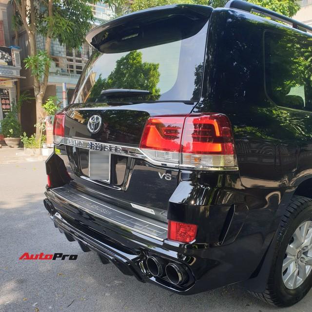 Chủ Toyota Land Cruiser vừa lấy xe đã chi thêm 200 triệu đồng độ bodykit độc nhất Việt Nam - Ảnh 4.