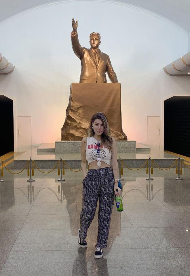 Người đẹp Brazil suýt bị bắt giữ vì bất chấp luật lệ, chụp ảnh khoe thân gợi cảm khi đi du lịch ở Triều Tiên - Ảnh 4.