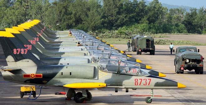 Đội biểu diễn Rus nổi tiếng Nga tổ chức ban bay chưa từng có cho 5 phi công KQ Việt Nam - Ảnh 2.