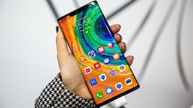 Màn hình thác nước: Khi smartphone Trung Quốc lại đoàn kết để đánh Samsung và Apple - Ảnh 1.
