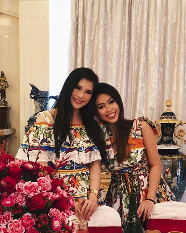 Ái nữ nhà Johnathan Hạnh Nguyễn lên đồ sang chảnh dự tuần lễ thời trang, nhưng nhan sắc hack tuổi của mẹ ruột đi cùng mới gây bất ngờ - ảnh 8