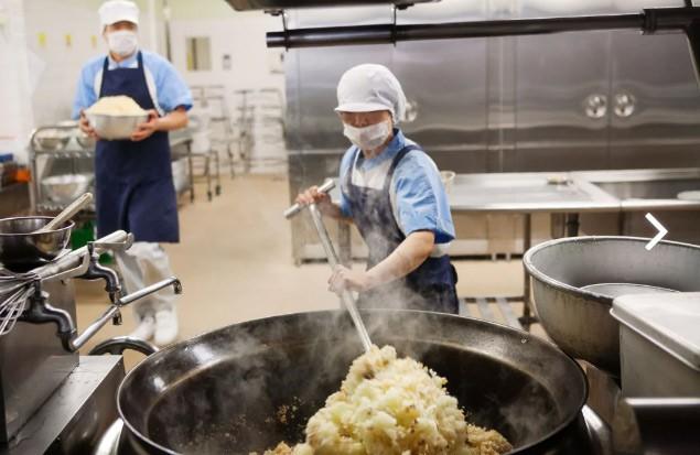 Tận mắt chứng kiến bữa trưa của học sinh Nhật Bản, càng thêm ngưỡng mộ đất nước này đối với thế hệ tương lai - Ảnh 2.