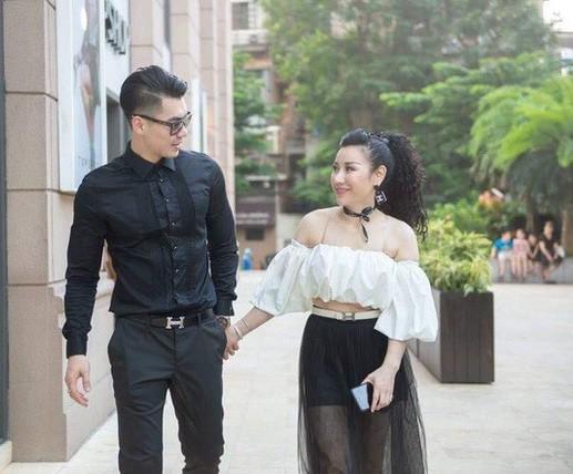 Cuộc sống viên mãn của siêu mẫu Việt bên vợ đại gia hơn 15 tuổi - Ảnh 1.