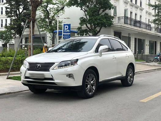 Xe sang Lexus, Camry bán giá siêu rẻ ở Việt Nam - Ảnh 3.