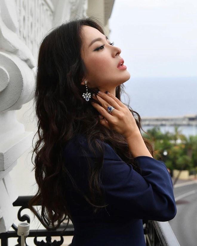 Hai thái cực hậu ly hôn mang tên Song Hye Kyo - Goo Hye Sun: Kẻ ngẩng cao đầu bước ra khỏi tình yêu hết hạn, người cô đơn bám víu lấy tấm áo hôn nhân rách nát  - Ảnh 5.