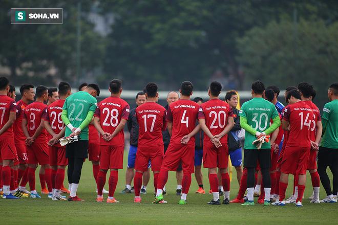 Ngày buồn của thầy Park: Vừa nộp danh sách ĐTVN thì FIFA báo hoãn, VFF phải hủy tập trung - Ảnh 1.
