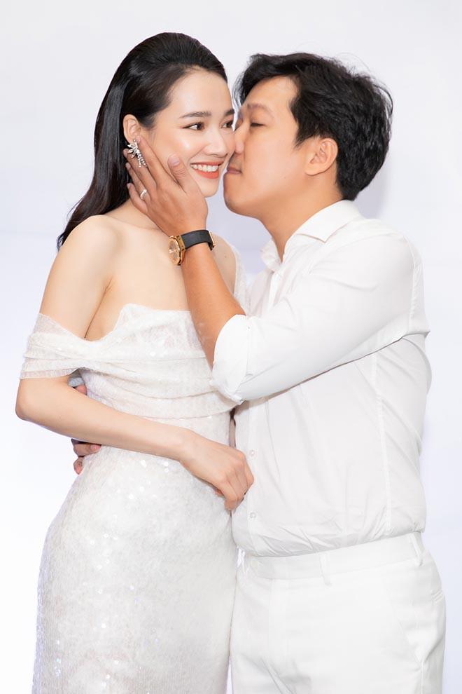 Trường Giang tặng quà 1 năm ngày cưới, Nhã Phương: Nhìn món quà mà vợ rớt nước mắt - Ảnh 3.