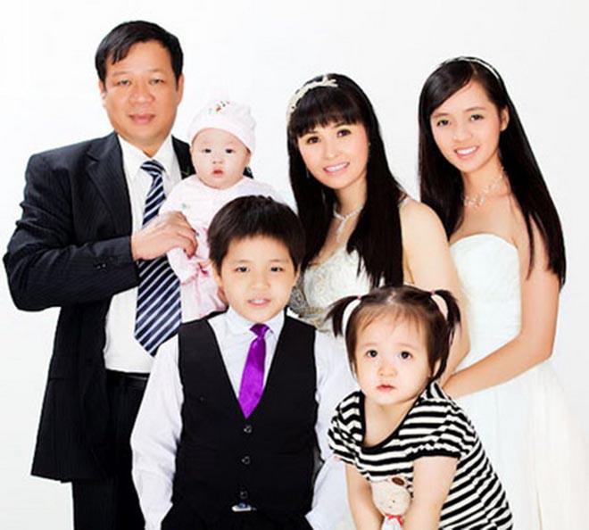 Ca sĩ sống trong biệt thự 100 tỷ, sinh 4 con cho chồng đại gia giờ ra sao? - Ảnh 7.