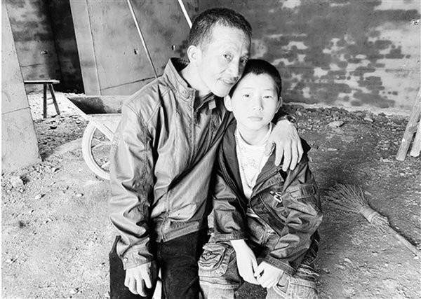 Giấu kín nhiều năm, đến khi bị thương nhưng từ chối điều trị, người cha mới nói ra bí mật xót xa về con trai - Ảnh 1.