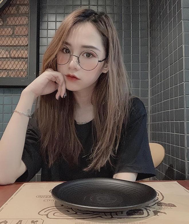 Hội girl xinh Việt lọt tầm ngắm netizen Trung: Người được ví giống Linh Ka, người kiếm sương sương 70 triệu/tháng - Ảnh 5.