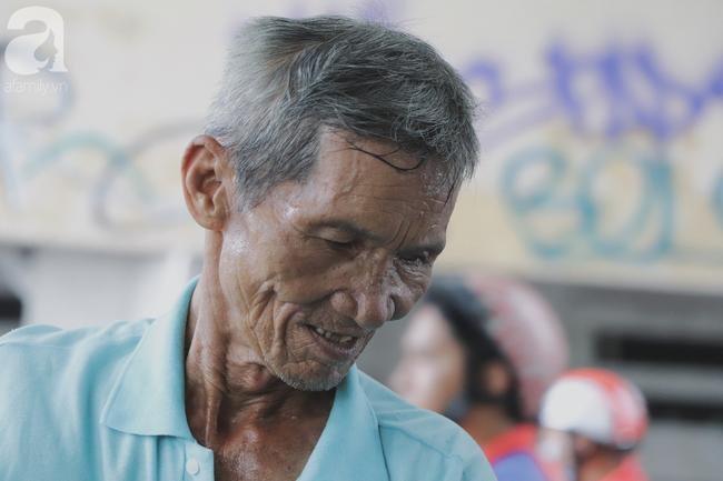 Chuyện người con trai 76 tuổi đạp xích lô nuôi mẹ già: Tiền dùng hết rồi có thể kiếm lại, chứ mẹ mình chỉ có một mà thôi - Ảnh 11.