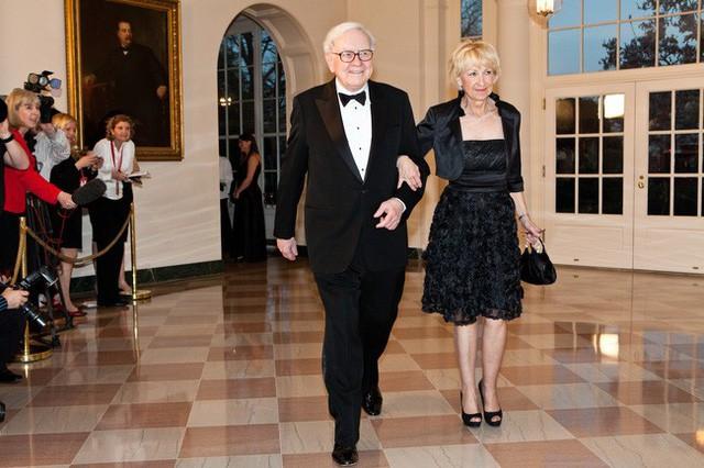 Cuộc tình oái oăm của tỷ phú 80 triệu đô: Vợ tự dâng mỡ đến miệng mèo, chồng khẳng định cô ấy là người thầy vĩ đại nhất của tôi - ảnh 3