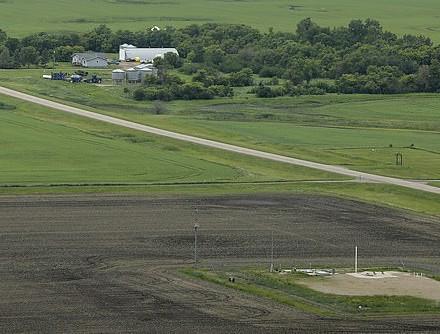 Máy bay do thám Nga thảnh thơi chụp ảnh căn cứ tên lửa hạt nhân tối mật của Mỹ - Ảnh 7.