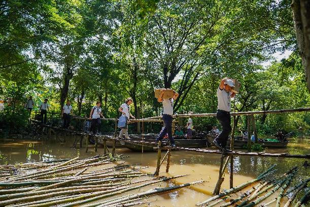 Hành trình trao sách quý nơi kênh rạch chằng chịt Đồng bằng Sông Cửu Long - Ảnh 12.